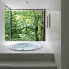 浴室~035カルイザワハウス: atelier137 ARCHITECTURAL DESIGN OFFICEが手掛けたtranslation missing: jp.style.洗面所-お風呂-トイレ.modern洗面所/お風呂/トイレです。