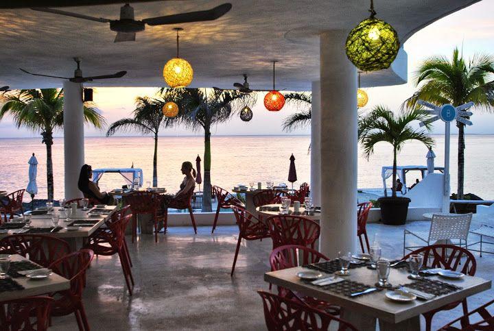 """Cozumel conocida localmente como la Isla de las Golondrinas aquí se encuentra el hotel """"B Cozumel"""" donde no solamente disfrutaras de sus instalaciones sino también de una hermosa vista del mar caribe."""