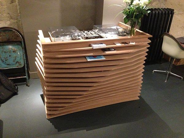 meuble d'accueil / DJ pour le restaurant Dents de LoupRéalisation ArtisanaleMDF verniwww.dentsdeloup.fr