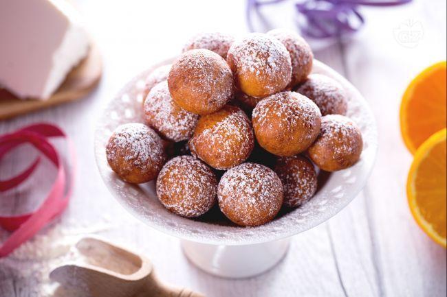 Le castagnole di ricotta sono una variante delle castagnole, con aggiunta di ricotta nell'impasto. Una ricetta dolce ideale per Carnevale!