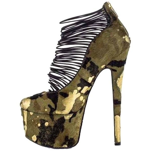 Pre-owned London Trash Ceres Campy Camo Pumps ($140) ❤ liked on Polyvore featuring shoes, pumps, camo, high heel shoes, camouflage high heel shoes, tall shoes, camo footwear and camouflage footwear
