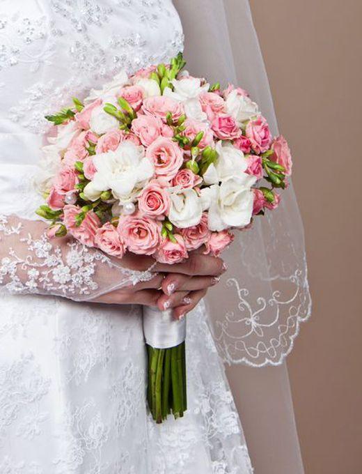 Букет невесты кустовые розы розовые
