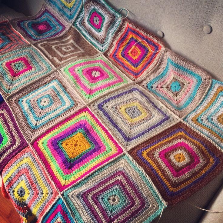 Pequeños cuadrados para una gran manta! #crochet #grannysquare #blanket