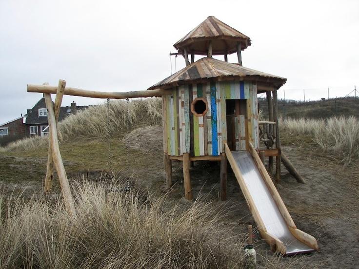 Oeh.. Verliefd! Alleen die prijs... :( / Foto's van houten Speelhuisje Strandhut (hamer en hark)