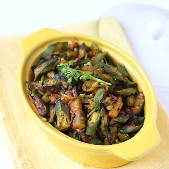 Aloo Bhindi - a stir fried okra and potato recipe with indian spices. Goes well with roti.