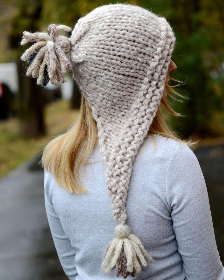"""Купить Вязаная шапка (капор) с кисточками """"Февраль"""" (крупная вязка) - шапка вязаная, теплая шапка"""