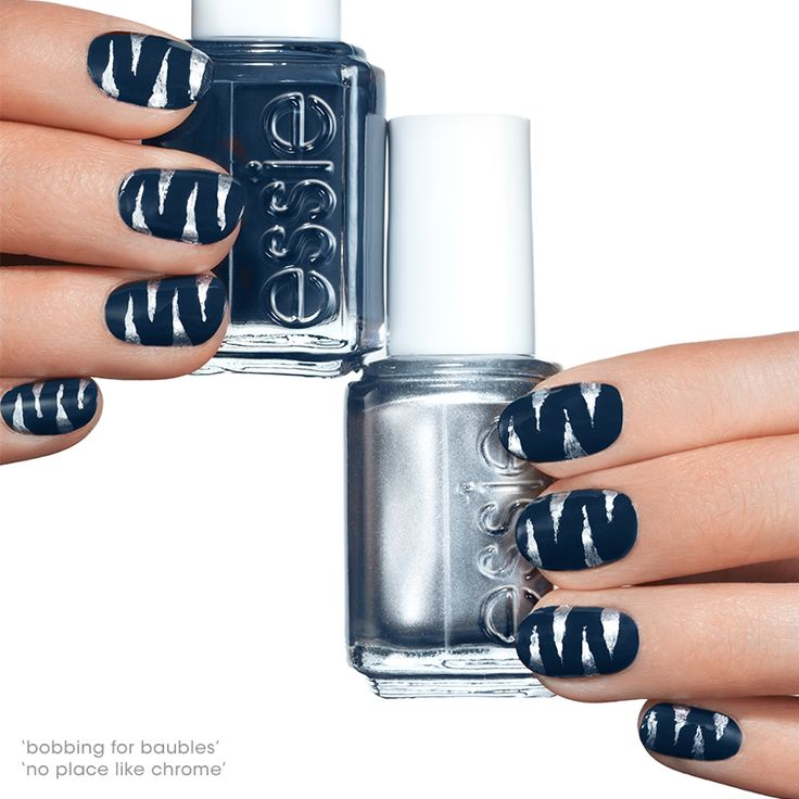 This tantalizing dark blue nail art will have you out on the prowl this Halloween.