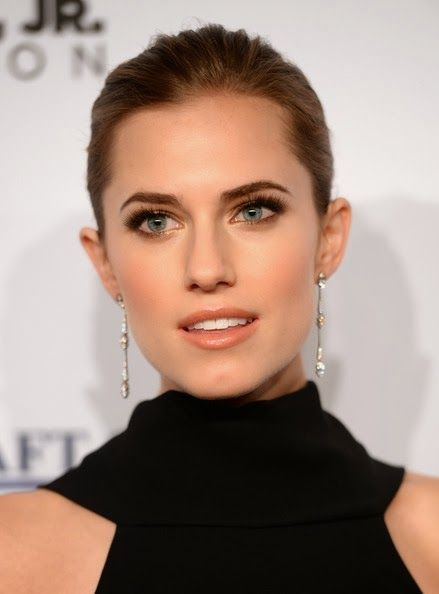 Allison Williams- love her makeup                                                                                                                                                                                 More