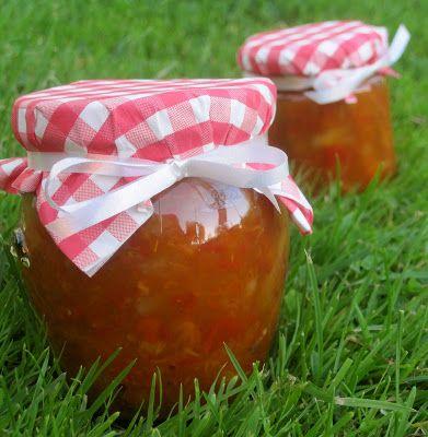 Hybenmarmelade med æble og friskrevet ingefær