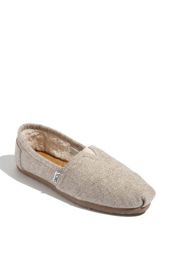 TOMS with fleece...oh yes: Houses Slippers, Fleece Toms, Winter Toms, Toms Fleece, Fuzzy Toms, Toms Herringbone, Cozy Toms, Herringbone Toms, Herringbone Fleece
