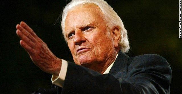 L'évangéliste Billy Graham s'est adressé ainsi à l'audience lors de l'inauguration de la 'Billy Graham Library' à Charlotte, Caroline du nord le 31 mai 2007. Le Révérend Billy Graham a également adressé cet avertissement par écrit aux églises d'Amérique : « Préparez-vous pour la persécution. »