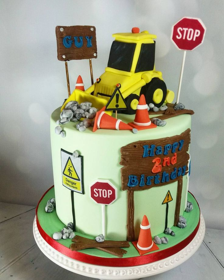 Digger cake  #digger #diggercake #jcb #dumpertruck #dumper #boysbirthday #boysbirthdaycake #storytellercakes #construction #constructionworker #constructioncake