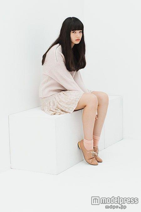 (画像10/10) 小松菜奈、アンニュイな表情で魅せる 旬の着こなしとは?