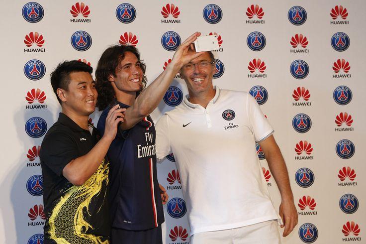 => http://www.huaweidevice.fr/presse/huawei-et-le-paris-saint-germain-invitent-edinson-cavani-et-laurent-blanc-affronter-wang-hao-double-champion-olympique-de-tennis-de-table pour en savoir plus ! Huawei France et le PSG - Paris Saint-Germain invitent Edison Cavani et Laurent Blanc à affronter Wang Hao, double champion olympique de tennis de table, à Pékin !  #groufie