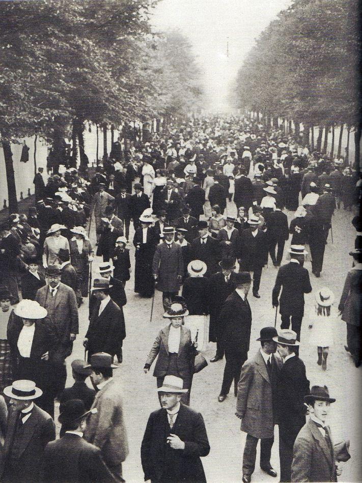 Treiben Unter den Linden. Berlin, um 1920. o.p.