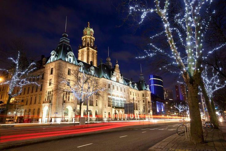 Stadhuis op de Coolsingel in Rotterdam in kerstsfeer