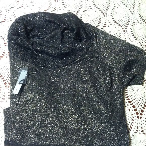 Make Offer - Black/Metallic Short-Sleeved Top -NWT Gorgeous top with cowl collar. Look great at the office or in the club. Wear with black skinny jeans for a very sexy look! Apt. 9 Tops