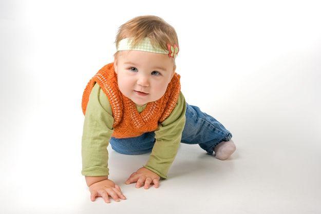 Μωρό 10 μηνών, φυσιολογική ανάπτυξη: Κινητικότητα, κοινωνικότητα, αντίληψη, ακοή, ομιλία