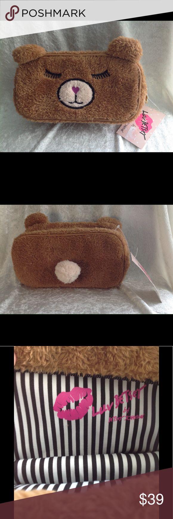 BETSEY JOHNSON LB BEAR 🐻 💕BROWN CLUTCH BAG BETSEY JOHNSON LB BEAR 🐻 💕BROWN CLUTCH BAG Betsey Johnson Bags Clutches & Wristlets