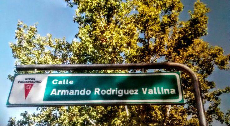 Esto es lo que sucede cuando un ayuntamiento siente animadversión por una parte de la ciudad, la cooperativa COVIBAR.  Se le pidió una avenida y nos da una calle, se le pidió también que escribieran bien el nombre del fundador y el que lo escribió falto a clase el día que el profe explico que palabras llanas tienen tilde y escribió Rodríguez sin tilde. FOTO y texto de RISELO.