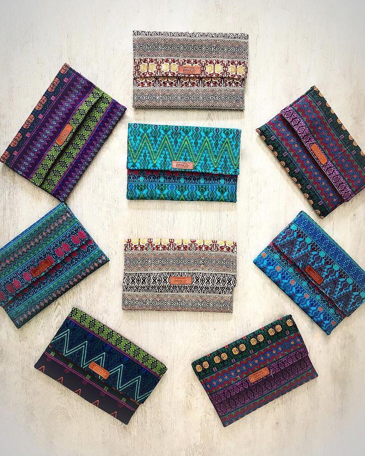 Have a colourful and handmade sunday! Our Joplin clutch is Handloomed in Chiapas One piece of a kind!!! Que tengan un domingo lleno de color! Nuestro clutch Joplin es hecho en telar de cintura por nuestros maestros artesanos chiapanecos! Cada pieza es única! ——————————————— #love #sunday #handmade #handloomed #fashion #art #contemporary #musthave #design #mexicandesign #mexico