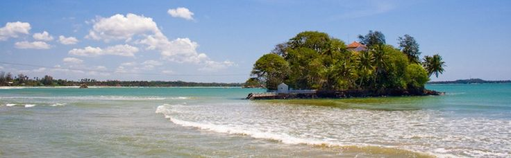Weligama is a picturesque sandy bay located on the Southern coast of Sri Lanka