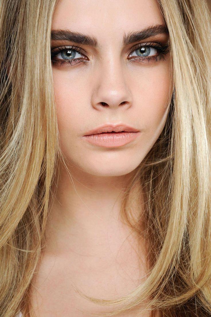 BOHO BEAUTY TREND: bold, statement eyebrows, natural makeup, dark eyebrows contrasting light hair