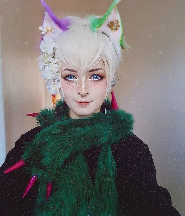 #Repost @0ni_bug  Thankyou @hoshiikins  these ears are even more magical than the ones that were lost/stollen . . . . . . . . . . . . #kawaii #harajuku #silverhair #fairy #catears #fakefur #whitewig #whitehair #makeup #japanstyle #kawaiistyle #scarf #alternative #alternativefashion #goth #gothic #art #beauty #green
