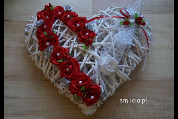 Ślub Dodatki Ślubne Ratanowe Serce do Powieszenia np. dekoracja na drzwi lub na ścianie za Młoda Parą, można też położyć na stole, prezentuje się bardzo ładnie i szykownie. Rozmiar 35 cm / 32 cm