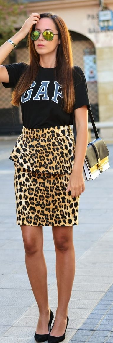 2013.09.23  by Let's Do The Catwalk ladies.  Whats with a nice leopard print skirt and a Gap T-shirt?  Tacky!!! qb