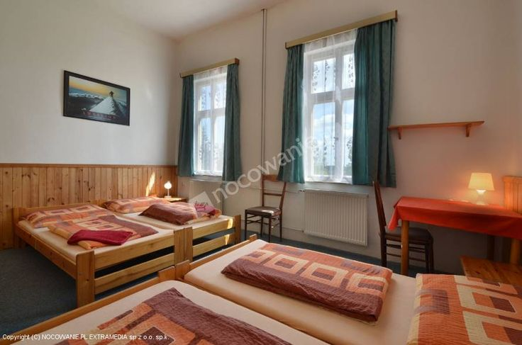 Ludvikova bouda znajduję się na granicy KRNAP na wysokości 800 m, w uzdrowisku Janské Lázně - około 1 km od stacji kolejki linowej na  Černou horu. Pensjonat oferuje zakwaterowanie w 2 – 5 osobowych pokojach z ciepłą i zimną wodą - prysznic i WC na każdym piętrze, oraz 3 pokoje z łazienkami.