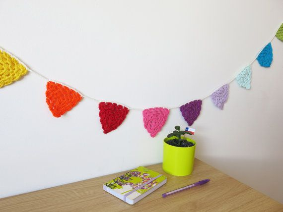 Crochet bunting home decor for nursery or kids room por BotonDeFlor