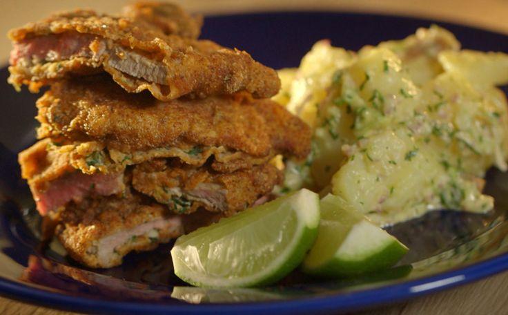 Com essas duas receitas clássicas de milanesa com salada de batata você estará pronta pra qualquer churrasco!