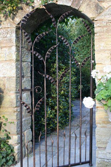 G91: Elegant Wrought Iron Arch Gate