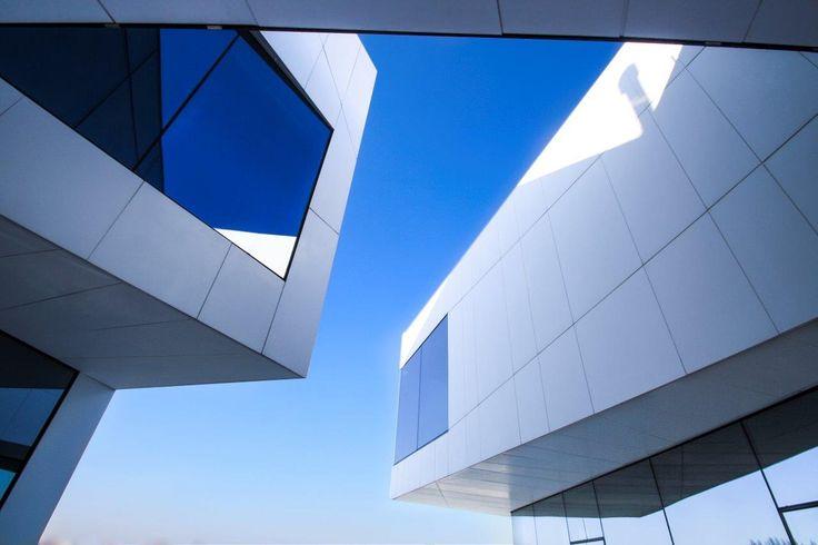 KRION® Blog – Porcelanosa Solid Surface » Fachada ventilada KRION® para un edificio futurista en Carpi