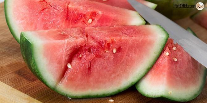 Scegliere un'anguria matura al punto giusto non è semplicissimo. Noi di PetitChef.it Vi diamo qualche consiglio per comprare un frutto maturo e saporito.