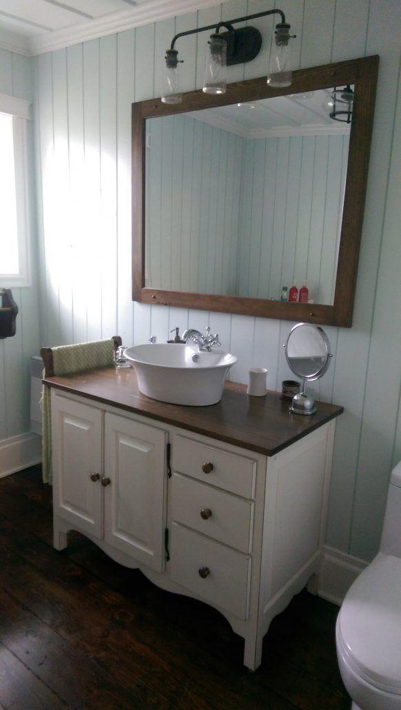 petite salle de bain champêtre | Vanité de salle de bain sur ...