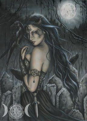 """Morrigan é uma das formas que toma a antiga Deusa Guerreira Badb. Morrigan ou Morrigu, Macha e Badb formam a triplicidade conhecida como as """"MORRIGHANS"""", as FÚRIAS da guerra na mitologia irlandesa.  É também a Deusa da Morte, do Amor e da Guerra, que pode assumir a forma de um corvo. Nas lendas irlandesas,"""