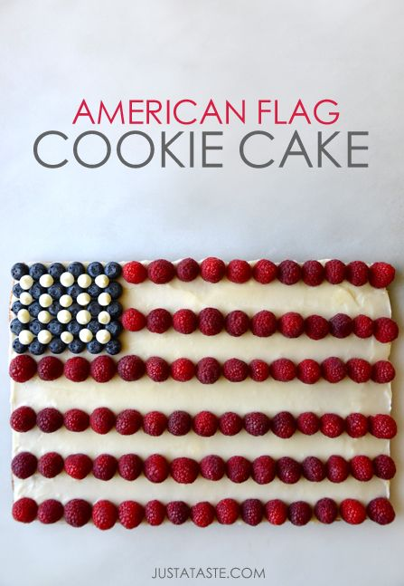 Make an American-flag-inspired cookie cake for your 4th of July celebration!
