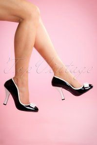 50s Betty Bow Pumps in Black and White