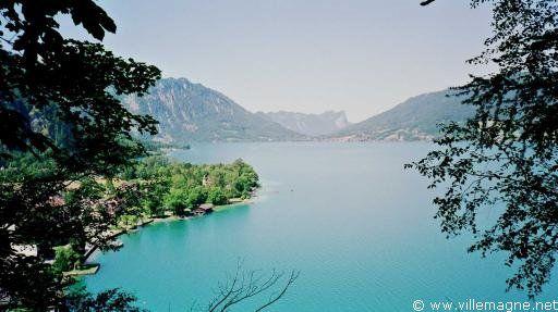 Lac d'Attersee dans la région du Salzkammergut, à l'est de Salzbourg - Autriche