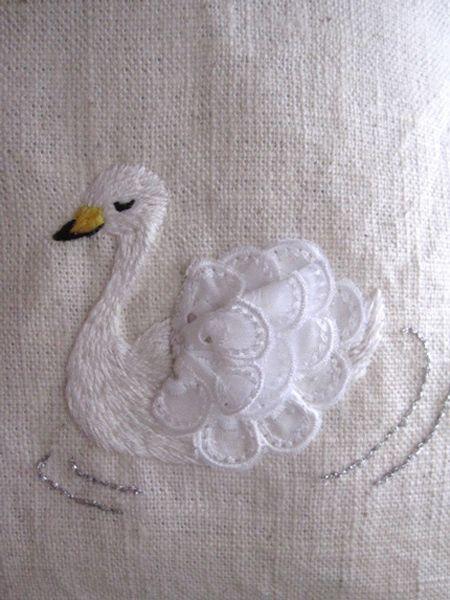 お問い合わせ頂きました、白鳥刺繍のバッグにつきましての画像 | バードショップ・ピッコリアニマーリ店長日記