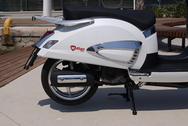 SCOOTER VICTORIA 125 CC: 1.390 € (Precio con I.V.A).................Wottan Motor................... Ficha Técnica: http://www.wottanmotor.com/home_tienda/motos-y-scooters/victoria-125-cc.html