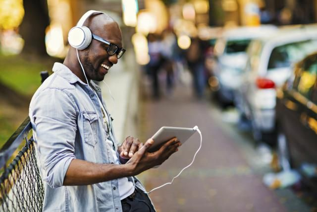 These are my 25 favorite sources for free music online. Includes the best music streaming sites plus a few sites with free music download options.