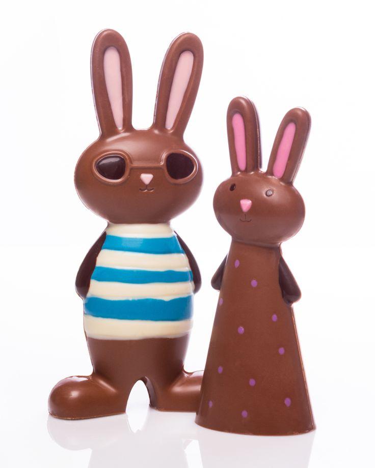 Clémentine la lapine aime jouer à cache-cache, et son ami Théophile le lapinou adore les bandes dessinées!  On a envie de les croquer  Disponibles à toutes nos succursales et en ligne! Édition exclusive de Pâques. Abonnez-vous à notre infolettre pour obtenir un rabais de 10% !