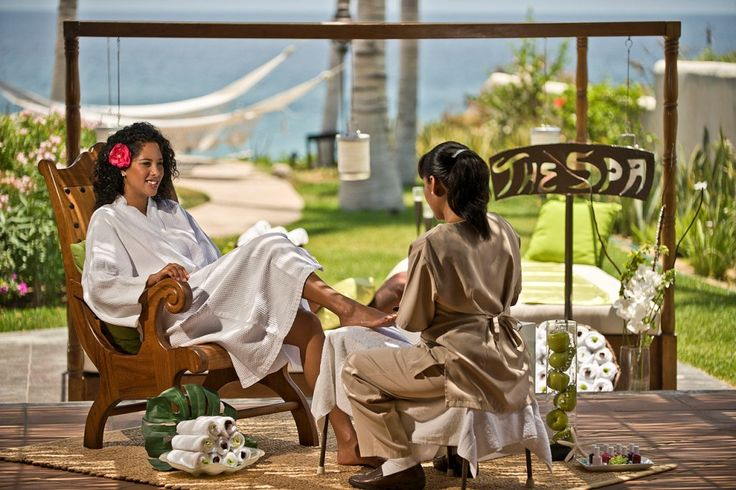 Pedicure by the beach? Our mobile spa can bring it to you 7 days a week! #pedicure #vacation #Cabo #spa #mobilespa