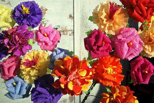 ...flores de papel para mi madre y abuela...