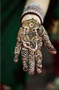Pakistani Henna Designs for Eid