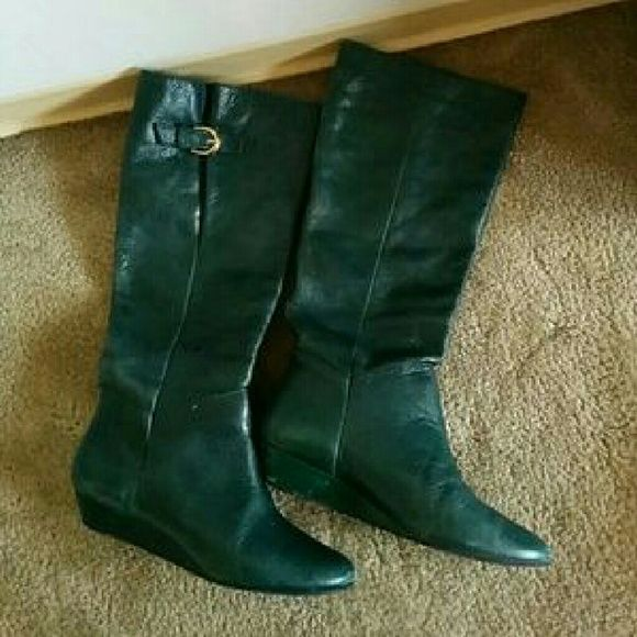 Steve Madden Intyce Boots Beautiful Hunter green color. EUC. Steve Madden Shoes