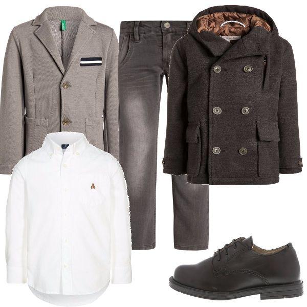 Per questo outfit: pantaloni marroni con effetto délavé, camicia bianca con logo marrone, giacchetta beige, cappottino doppiopetto marrone e scarpa stringata marrone.